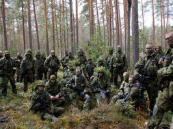 Tüdrukutest-saavad-sõdurid-ja-poistest-õed.jpg