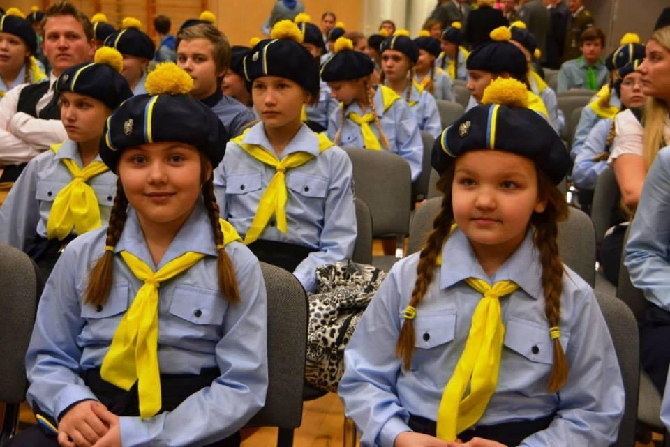 Kaitseminister tunnustas kodutütarde panust riigikaitsesse