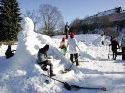 Tallinnas-Snelli-tiigi-ääres-avatakse-traditsiooniline-lumelinn.jpg