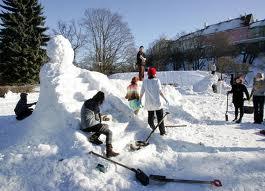 Tallinnas Snelli tiigi ääres avatakse traditsiooniline lumelinn