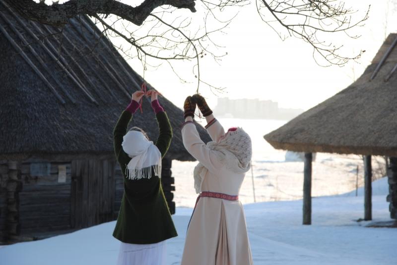 Eesti Vabaõhumuuseumis algab paastumaarjapäev varahommikuse päikese tervitamisega