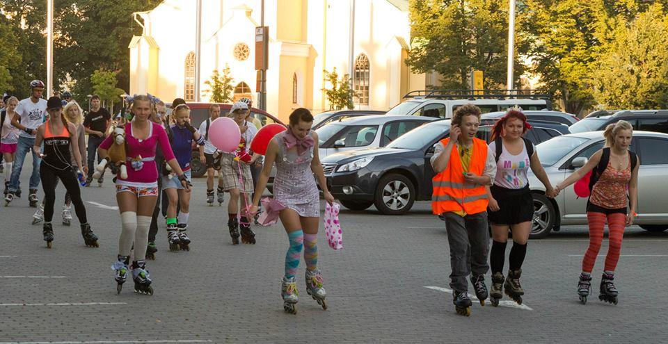 Rulluiskudel retropidu teeb Tallinna kesklinnale ringi peale