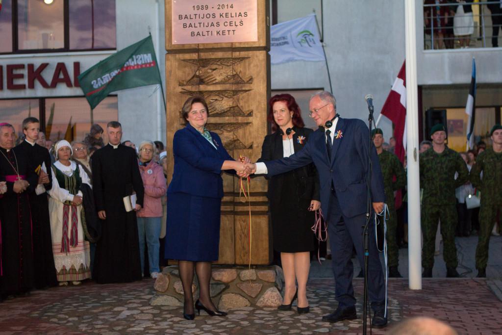 Balti parlamendijuhid avasid Balti keti monumendi Leedus