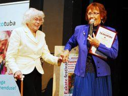 Silvia-Hanson-sai-2013.a-konkursil-preemia-elutöö-eest.jpg