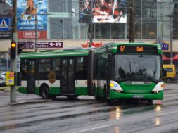Tallinn-pakub-kõigile-autojuhtidele-tasuta-ühistransporti.jpg