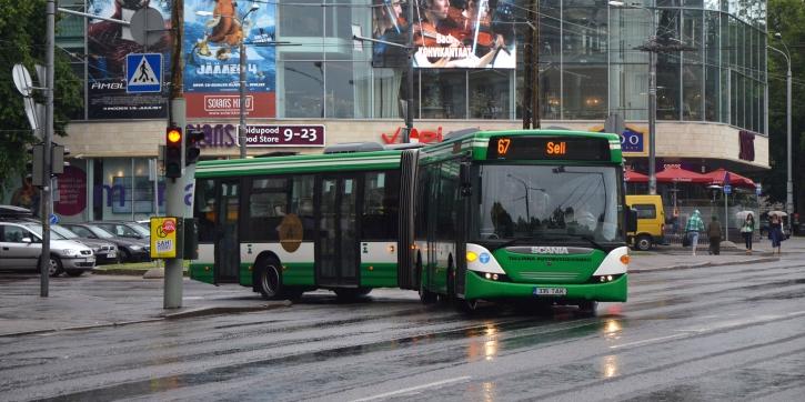 Tallinn pakub kõigile autojuhtidele tasuta ühistransporti