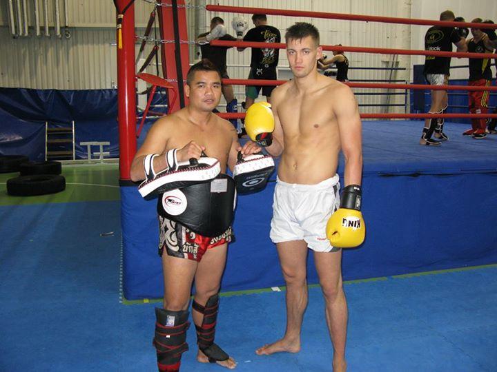 Ahti Pikkur koos Taist pärit treeneri Mosa Chatchawaniga (vasakul)