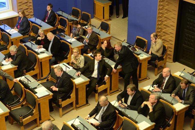 Riigikogu toetas ettepanekut valitsusele riikliku elatisabi fondi loomiseks