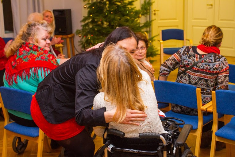 ILUS TEGU! Puuetega naised saabusid jõulupeole kiirabiautos