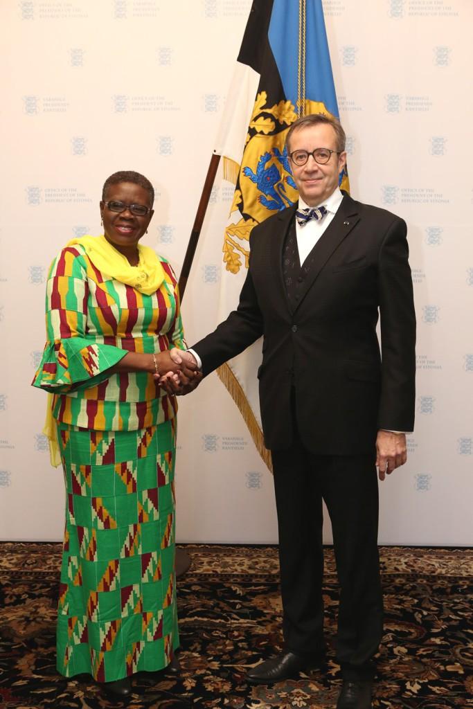 Ghana Vabariigi suursaadik Akua Sena Dansua ja Toomas Hendrik Ilves  Foto: Annika Haas (Vabariigi Presidendi Kantselei)