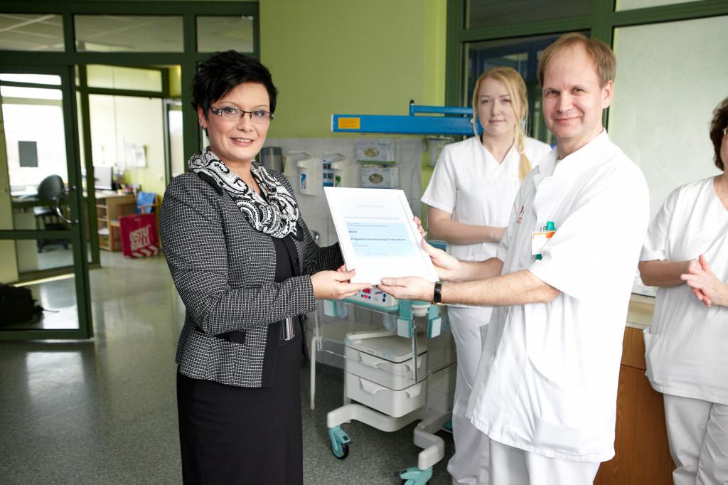 Laine Randjärv annetas Kuldvillaku saate võidu Pelgulinna sünnitusmaja toetuseks Foto: Maksim Toome