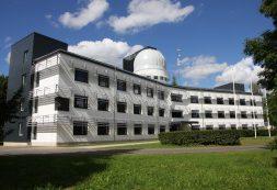 Tartu-observatoorium-kutsub-osalist-päikesevarjutust-vaatama.jpg