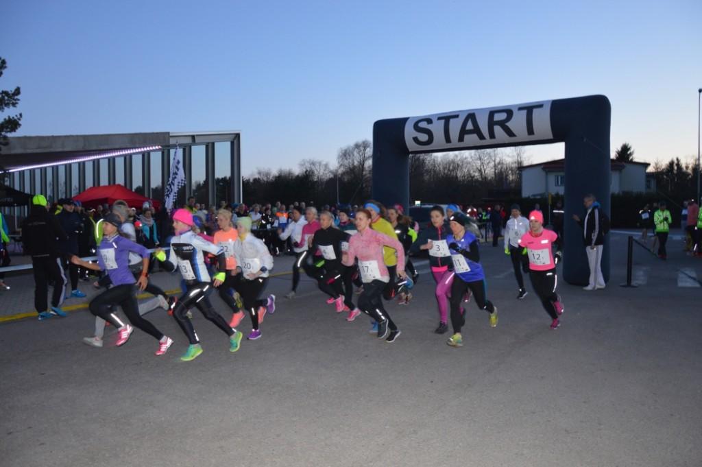 FOTOD! Jüriöö tõi sajad jooksjad teletorni õuele