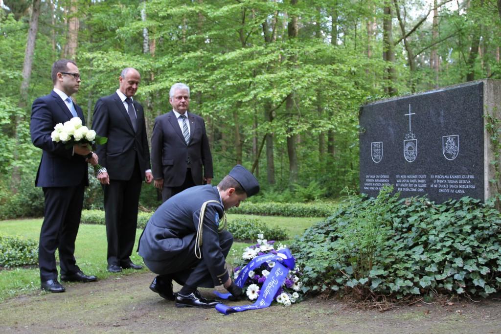 Vabariigi President saatis pärja Balti riikide sõjapõgenike mälestuseks Geesthachti kalmistule