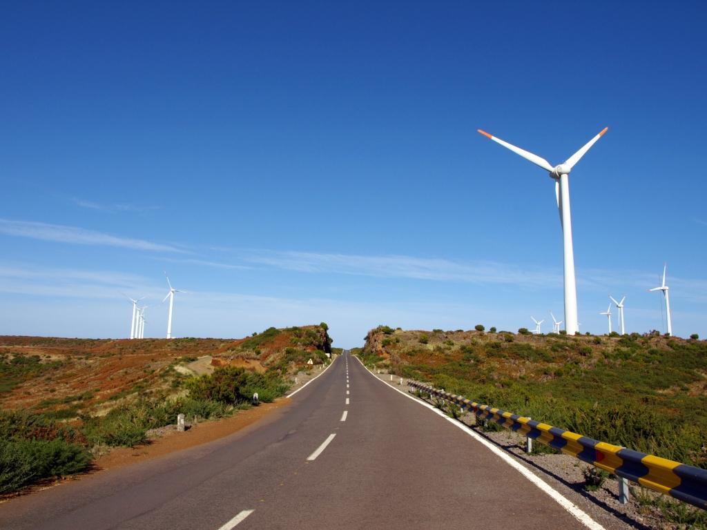 Päikeseenergial sõitev auto pakub turul konkurentsi