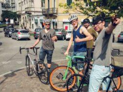 Sinimustvalge-alustas-jalgratastel-teekonda-EXPO-le.jpg