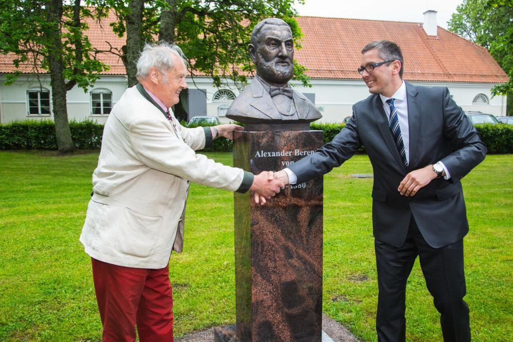 Vihula Mõisas avati pidulikult Alexander von Schuberti kuju