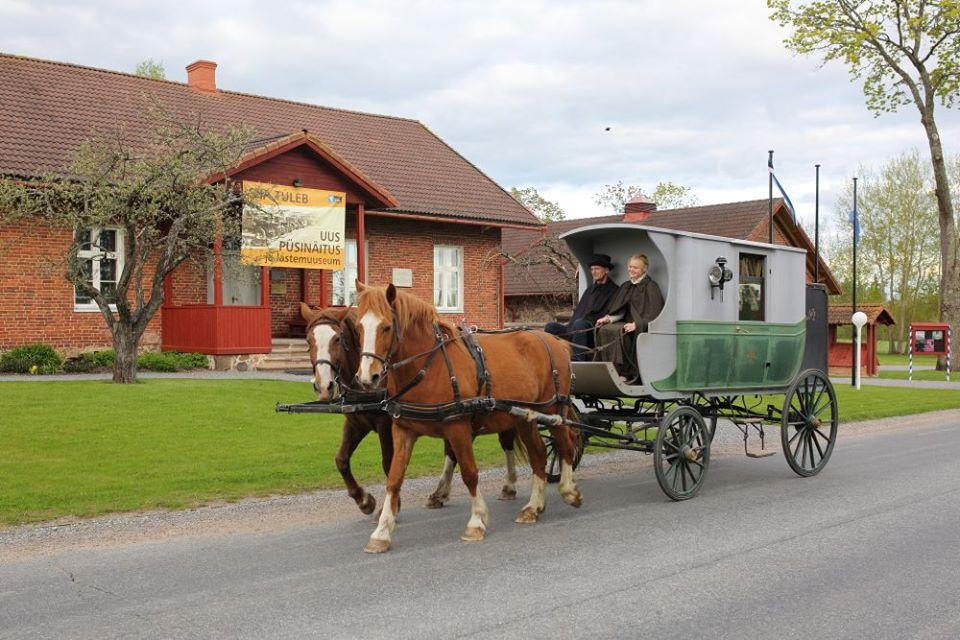 MAANTEEMUUSEUM PEAB PÜHAPÄEVAL SÜNNIPÄEVA! Maanteemuuseum õpetab hobusega teed tegema