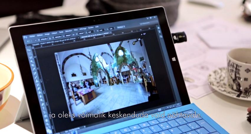 VIDEO! Sisekujundaja Julien Boaretto paneb raekoja näitusel oma disainiga kunsti elama4