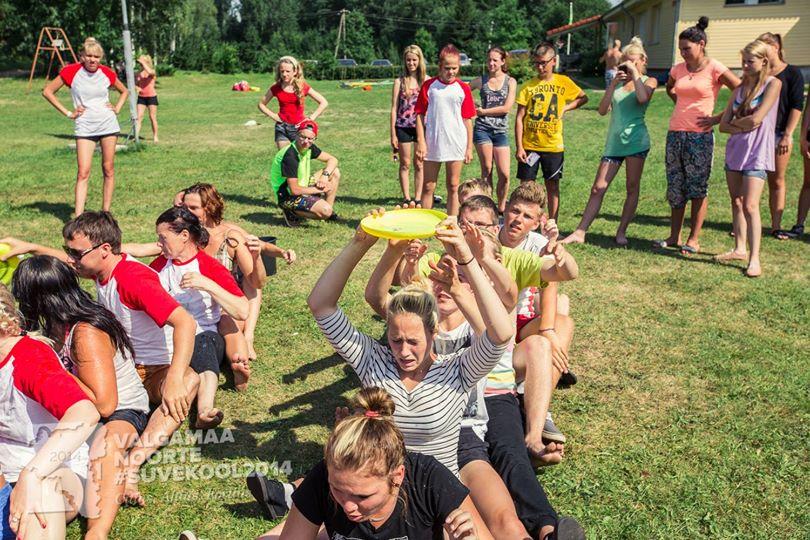 Noored saavad kolme päeva jooksul läbi tegevuste luua ja tugevdada meeskonnavaimu Foto: Timo Arbeiter