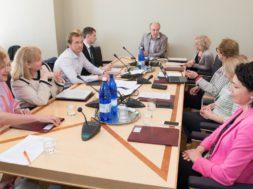Sotsiaalkomisjon-külastab-Pärnu-haiglat-ja-lasteküla.jpg