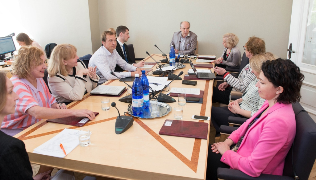 TÄNA! Sotsiaalkomisjon külastab Pärnu haiglat ja lasteküla