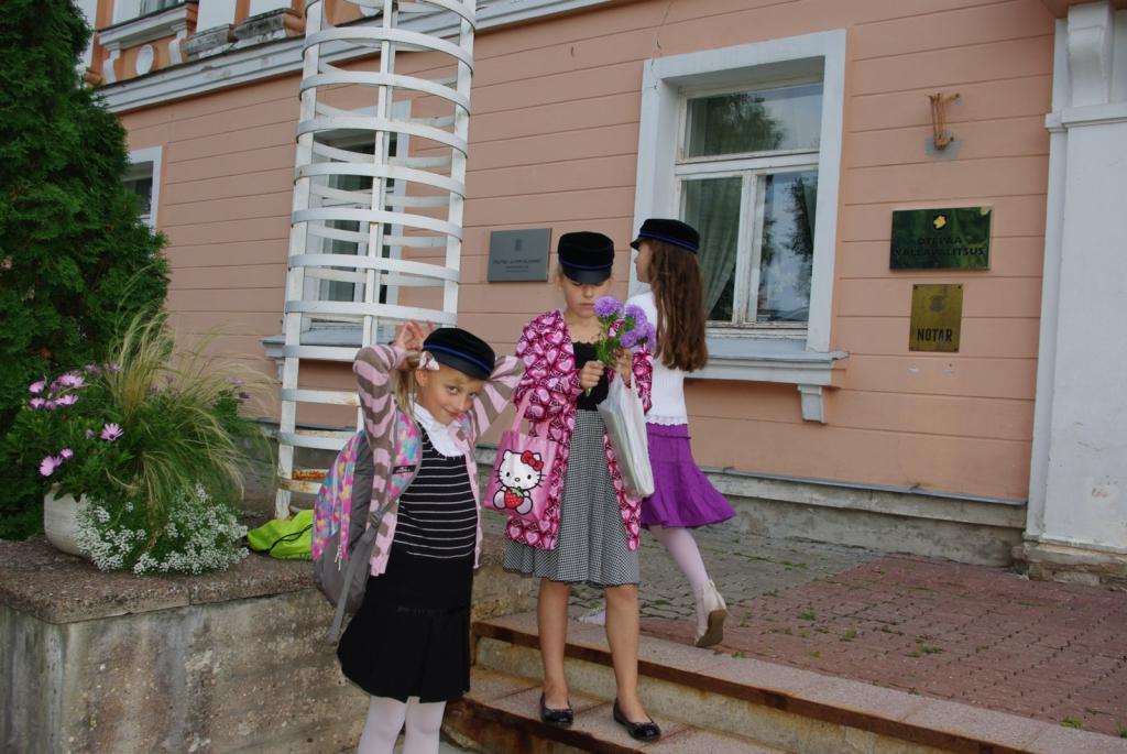 """VALD TOETAB! Otepää vald toetab esmakordselt kooliminejaid 100 euro suuruse """"ranitsatoetusega""""."""