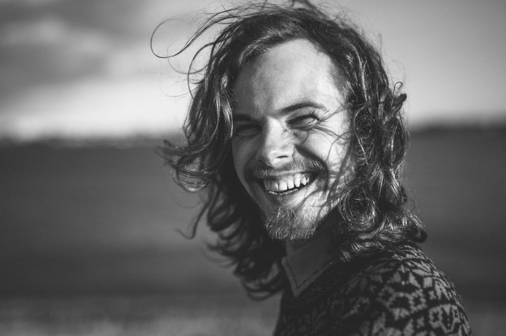 Indie-muusik Sten-Olle Moldau annab soolokontserdi teel Kapellskärist Paldiskisse