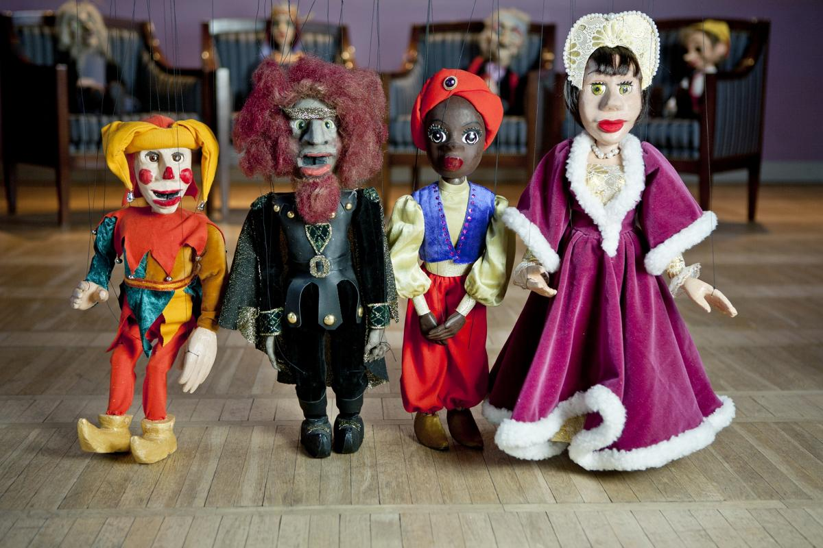 """VEEL JÕUAB! Fotonäitus """"Meie marionetid. Meie, marionetid"""" on muuseumis viimast nädalat"""