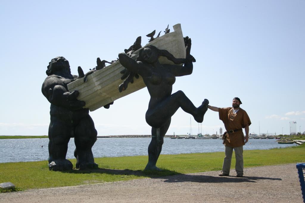 """TEHTUD JA TEGEMATA MONUMENDID! Tauno Kangro näitus """"Tehtud ja tegemata monumendid"""" tutvustab seni varjul olnut"""