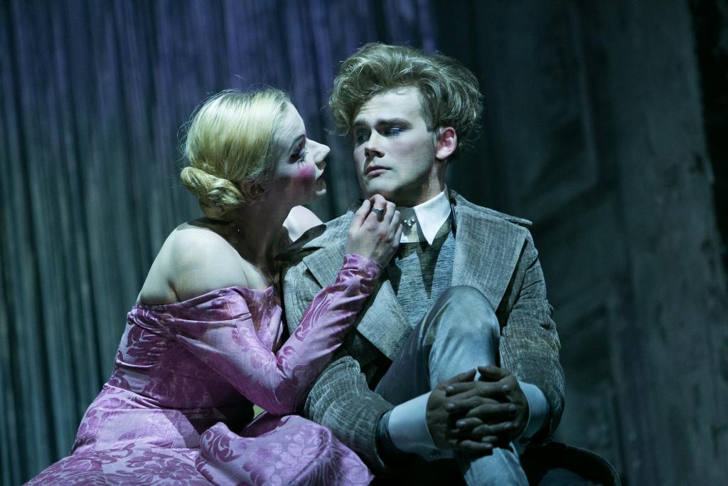 """MERE ÄÄRDE! Teatribuss viib publiku mere äärde """"Dorian Gray portreed"""" vaatama"""