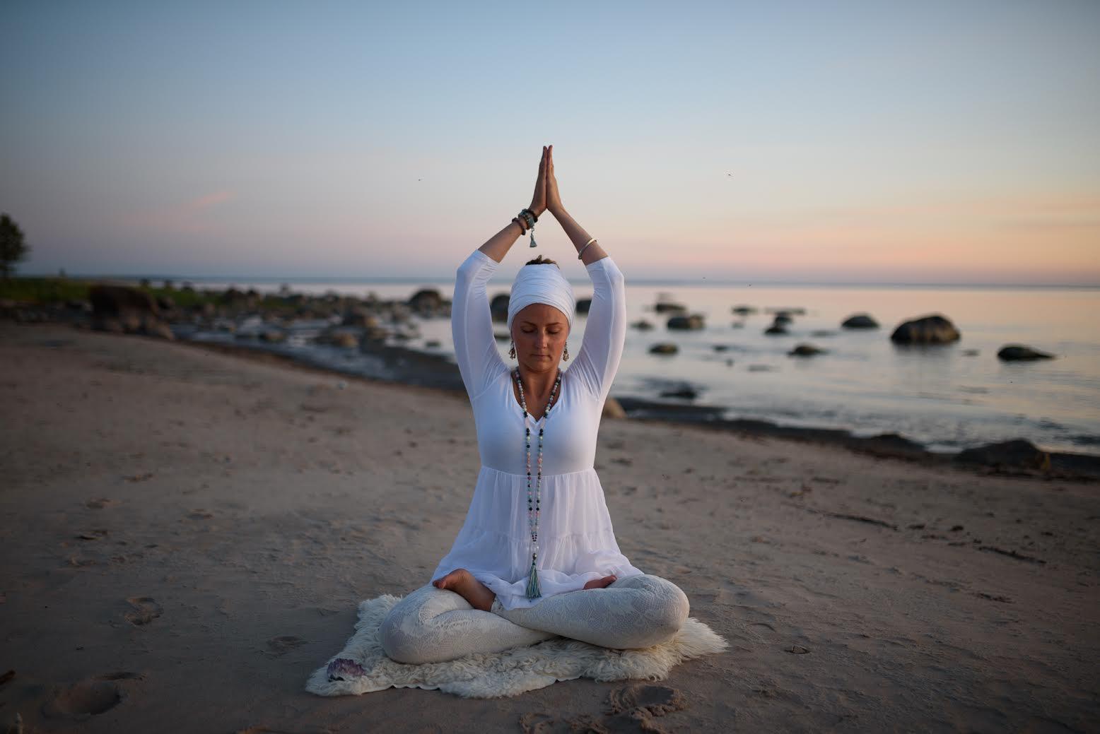 Dharamsaali Kundalini joogaõpetaja Merilin Tamme: see imeliselt kompaktne joogatehnika lennutab otseteed südamesse