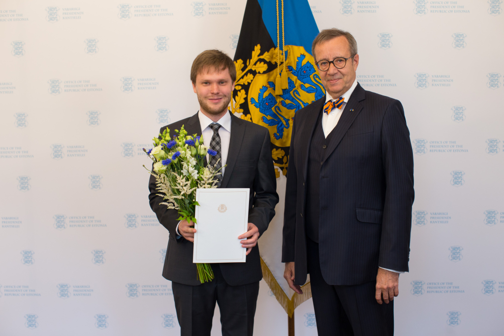 TUNNUSTUS! President Toomas Hendrik Ilves Pärt Uusbergile: teie laulud teevad meid paremaks