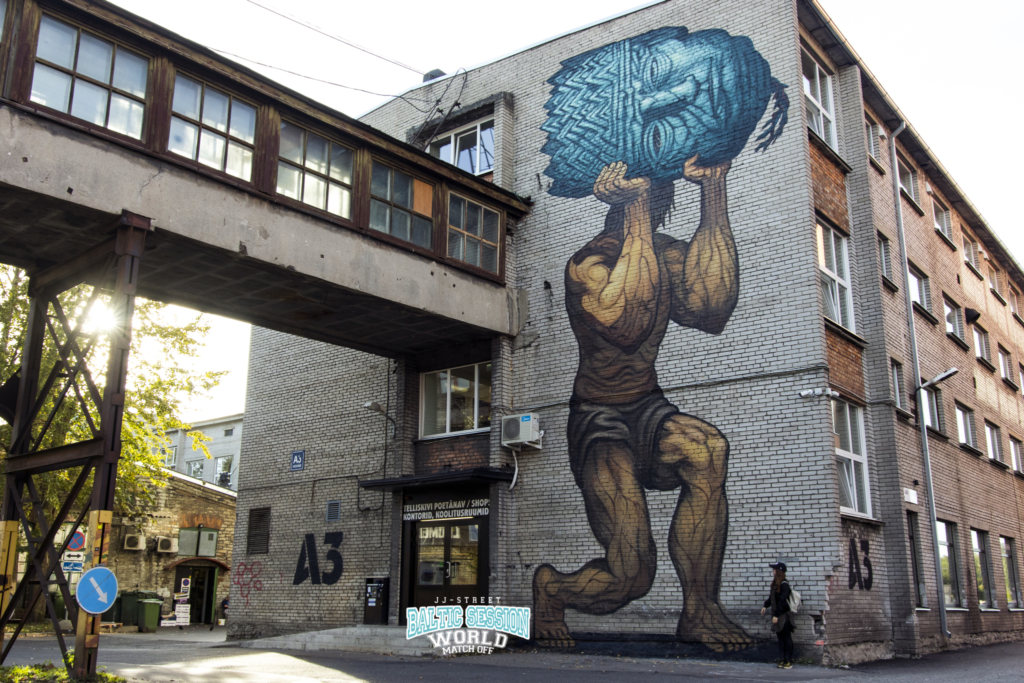 VAATA FOTOSID! Kanadast pärit kunstnik Bonar maalis Telliskivi Loomelinnakus seinale Eesti rahvuseepose