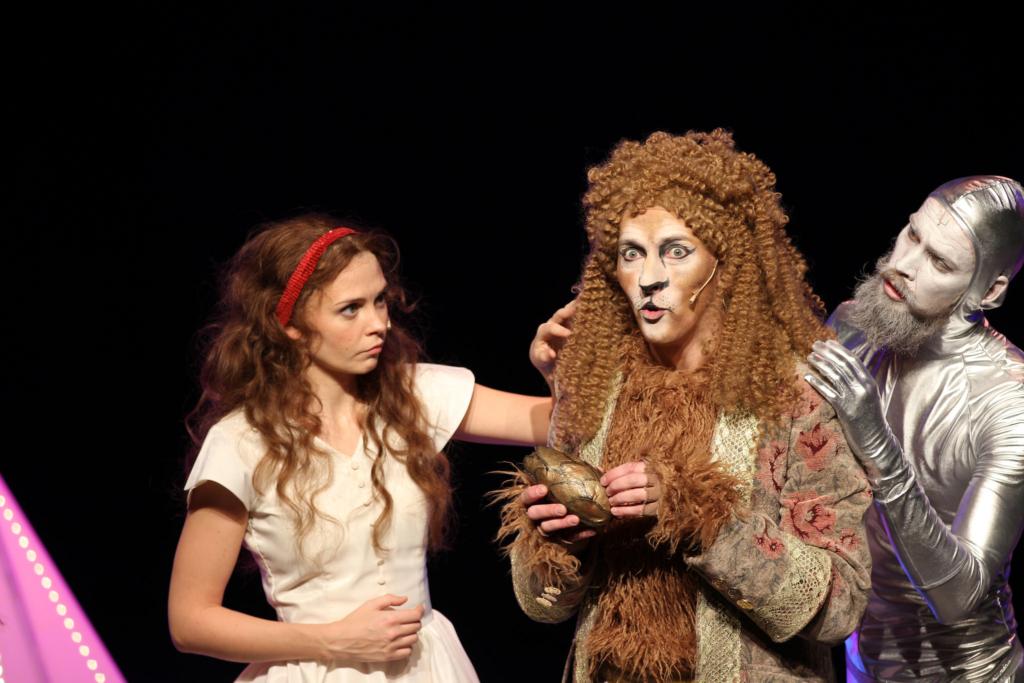 """Täna esietendub Ugalas maagiline lastelavastus """"Võlur Oz"""""""