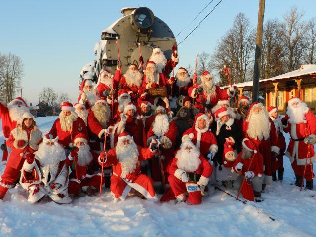 Jõuluvanad külastavad Tallinna Loomaaia loomi