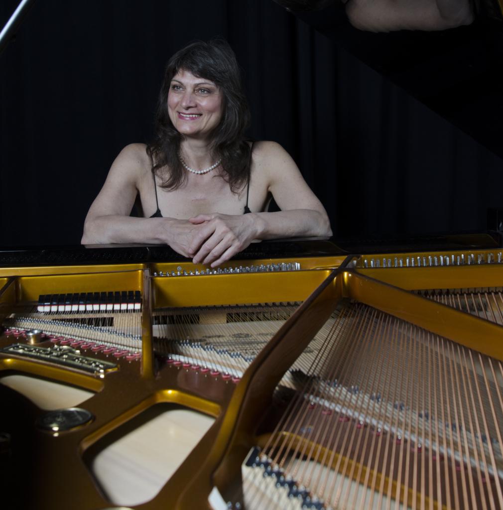 Kadrioru lossis kõlavad Marina Kostiku lummavad klaverimeloodiad