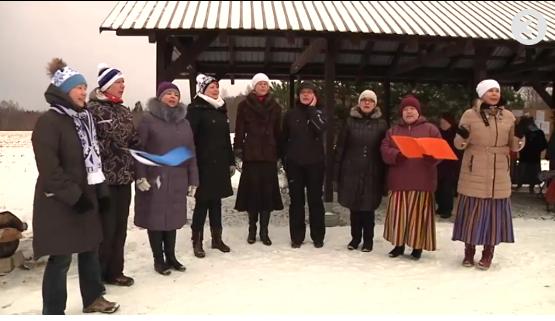 Video! Patriootlikkus Puhatu külas peeti Eesti sünnipäeva tantsu ja lauluga