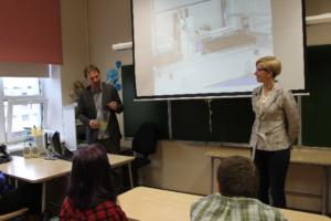 Räpina paberivabriku juhataja Mihkel Peedimaa ja Põlva maavanem Ulla Preeden 2015. aasta Patrioodi nädala kohtumisel Põlvamaa koolides
