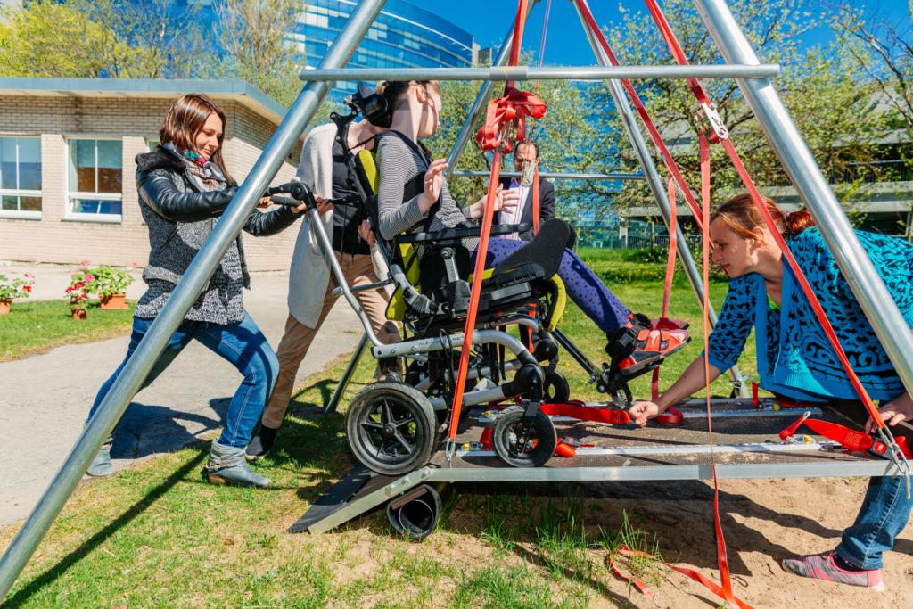 Erivajadustega laste kool sai ratastoolikiige