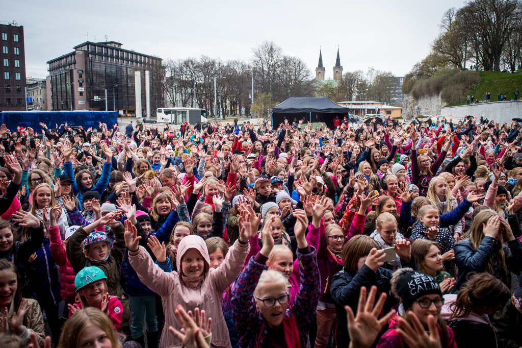 Galerii! Eesti suurimast flash mobi'st võttis osa üle tuhande inimese