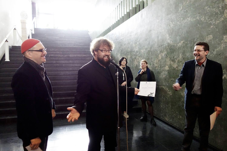 Lisatud fotod! Performance-kunstnik Al Paldrok pälvis Kaunase Graafikabiennaali auhinna