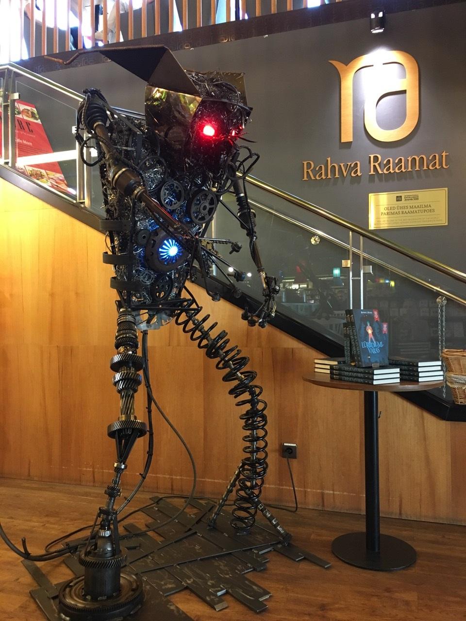 """Homme tähistatakse raamatu- ja robotipeoga laste menuraamatu """"Lüriidiumivaras"""" ilmumist"""