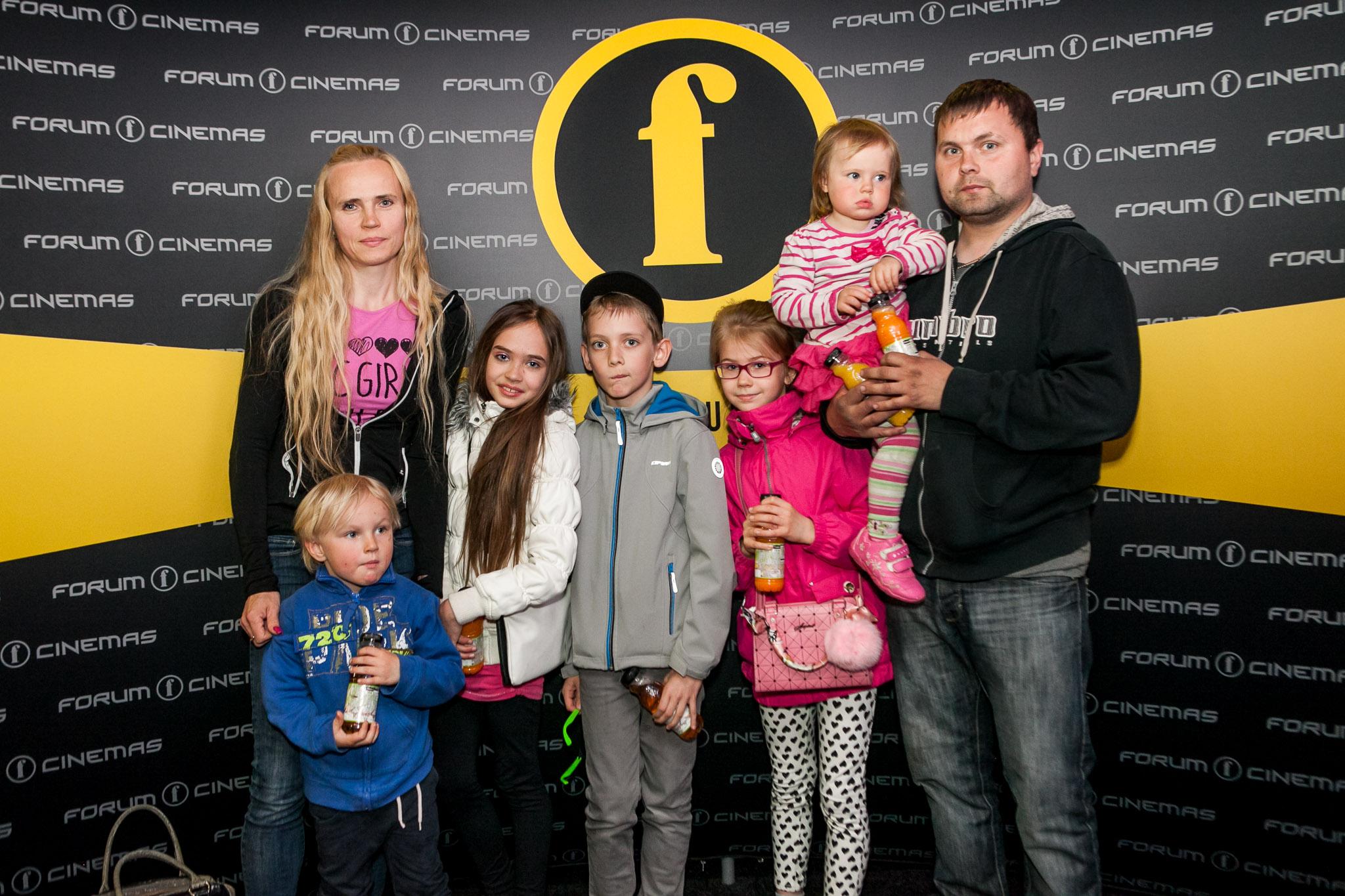 Fotod! Emadepäev tõi kinno sajad suurpered üle Eesti