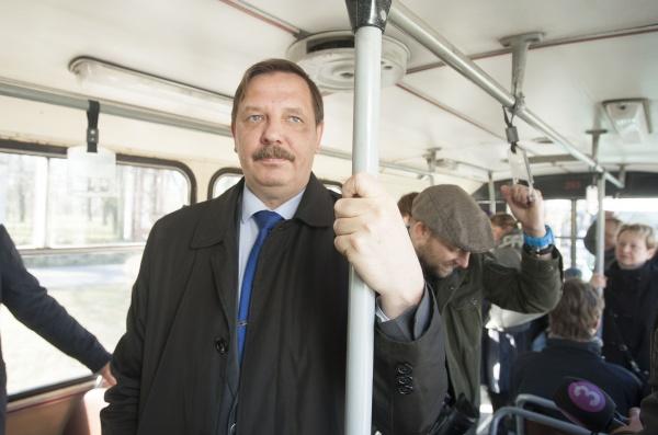 Tallinna tegevlinnapea Taavi Aas: Hübriidmootoriga bussid säästavad võrreldes diiselbussidega paremini linnaõhku