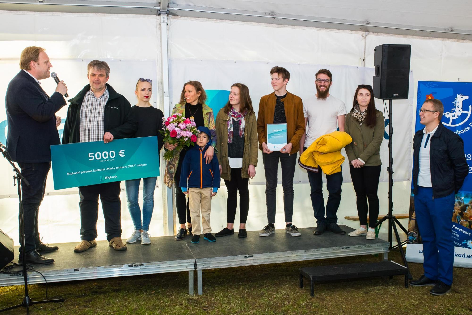 Aasta Suurpere 2017! 5000-eurose preemia ja perereisi Kreekasse võitis viielapseline perekond Muru Tartust