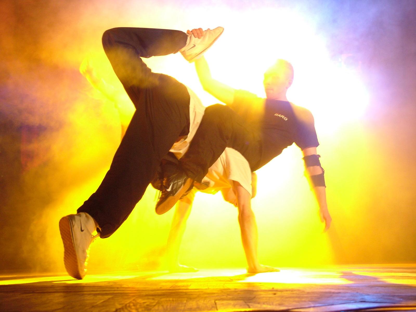 """Pühapäeval toimub Linnahalli katusel noorte tantsuvõistlus """"Team-up battle"""""""