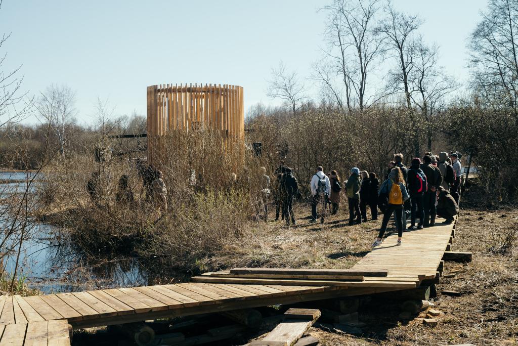 Fotod! Tudengid ehitasid Tartu lähedale sohu põneva vaatetorni