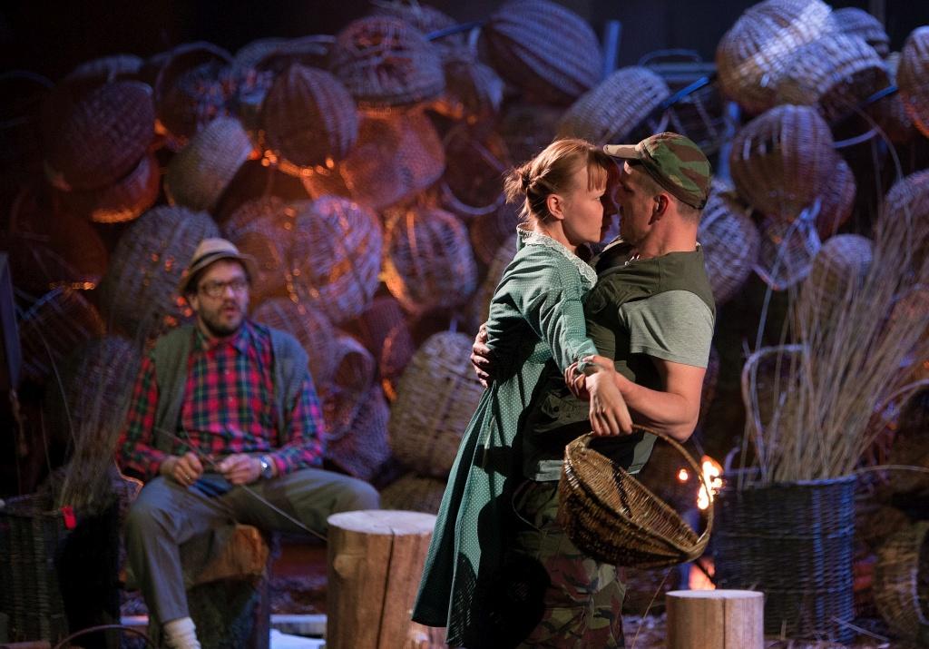 Mees, kes ei teinud mitte midagi! NUKU teatri suvelavastus räägib eesti küla lugu
