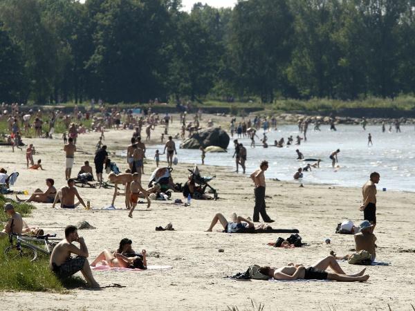 Laste turvalisuse kindlustamiseks! Tallinna randades saab rannavalvelt küsida lastele randmepaelu